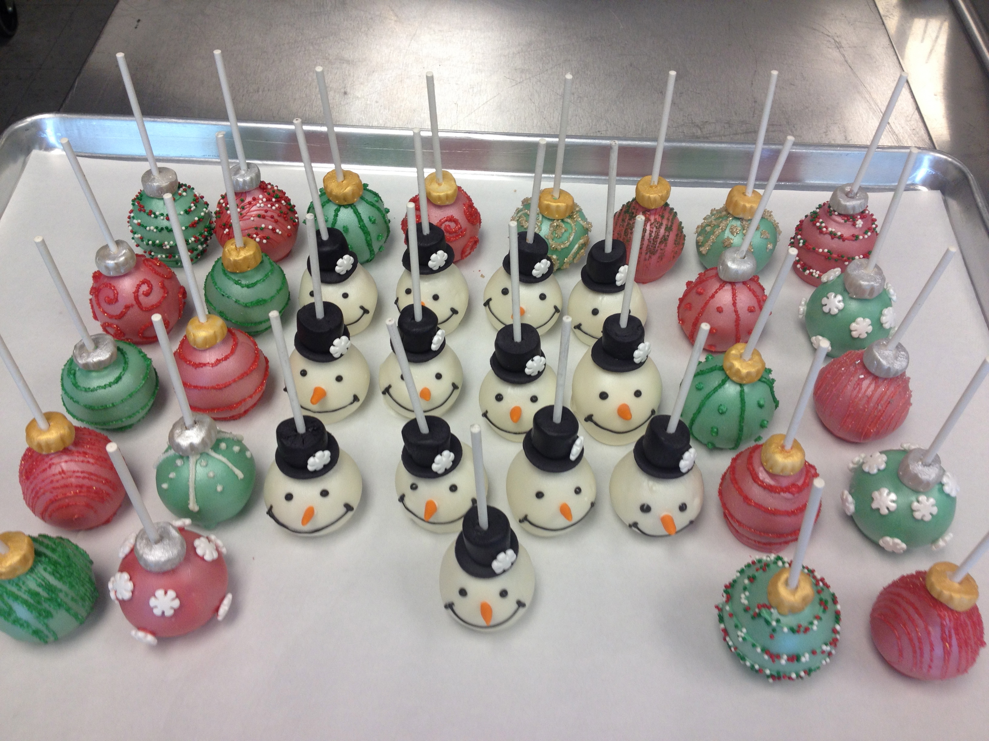 Cake Balls Decorated For Christmas : Cookies & Cake Pops Cakes So Simple